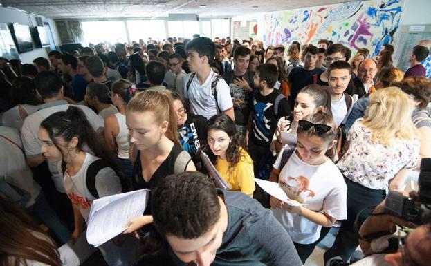 El aulario norte de la Universidad de Murcia durante las pruebas de selectividad de la semana pasada / JAVIER CARRIÓN / AGM